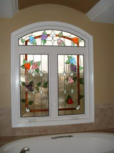 boerne-texas-stained-glass-bathroom